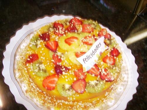 Tarta con frutas de cumpleaños