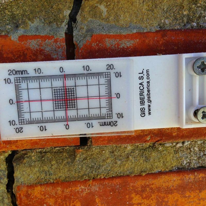 Fisurómetro, segrimiento de grietas y fisuras en Santander.
