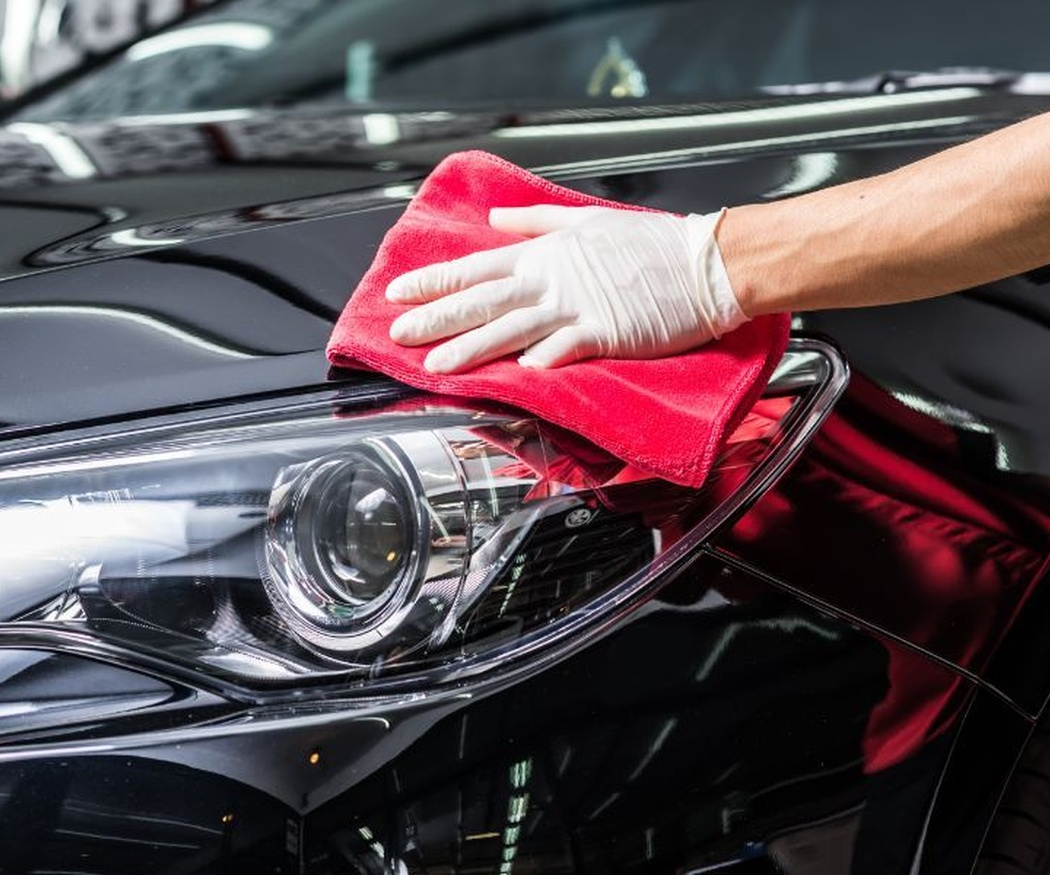 Trucos para eliminar los restos de insectos de tu coche