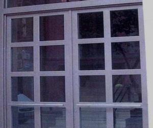 Instalación de puertas en portales