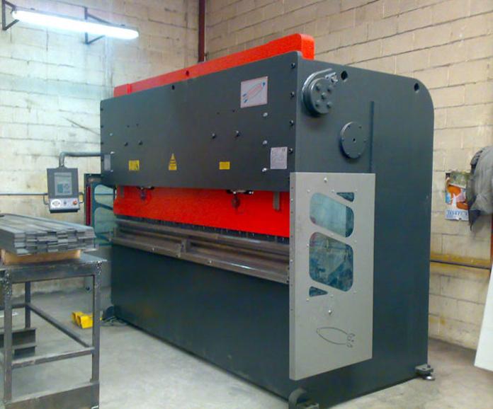 Plegadora hidráulica CNC Korpleg : Servicios y maquinaria  de Calderería y Obras, S.L.