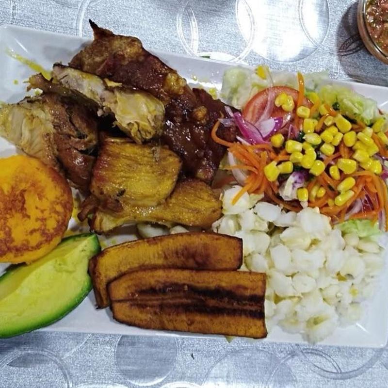 Platos: Carta de Restaurante Ecuatoriano Los Mesegares