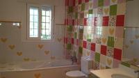 Instalación de varias mamparas de baño en urbanización la Garza