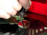 Ampliación del paso 1. El espejo situado en el interior del parabrisas mejora la visión.