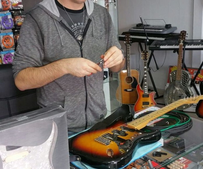 Reparación, puesta apunto y modificación de guitarras y bajos