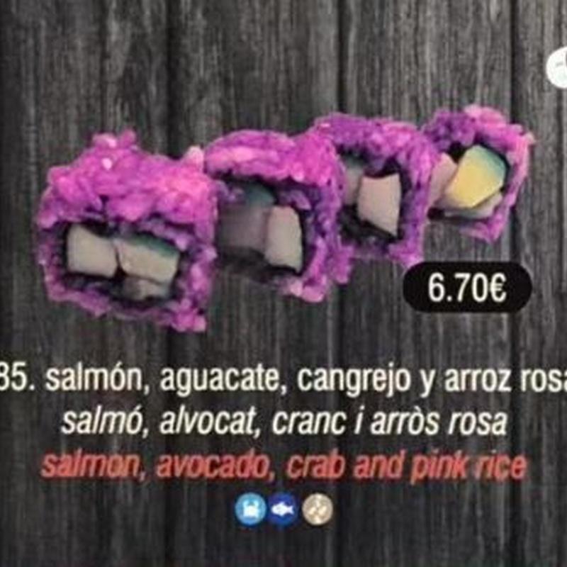 Salmón, aguacate, cangrejo y arroz rosa: Carta de Sushi Time Buffet Libre