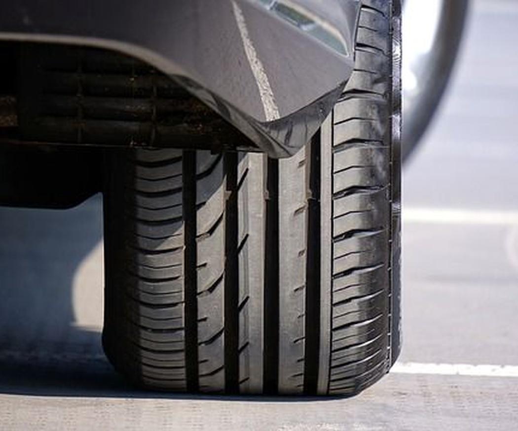 Las causas principales que originan el deterioro de los neumáticos