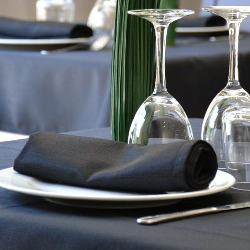 Alquiler de servilletas color negro. En Asturias