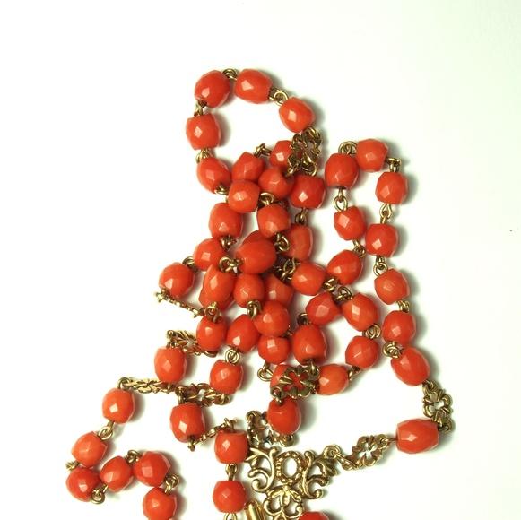 Rosario de oro de 18k con cuentas facetadas de coral. 1960-70.: Catálogo de Antigua Joyeros