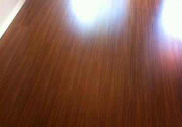 Colocación de suelo laminado, tarima de madera o parquet flotante