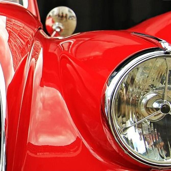 Los coches rojos más famosos de la ficción internacional