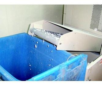 Recogida de residuo sólido urbano : Servicios  de Papeles Cruz, S.A.