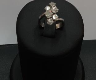 Anillo en oro blanco y diamantes
