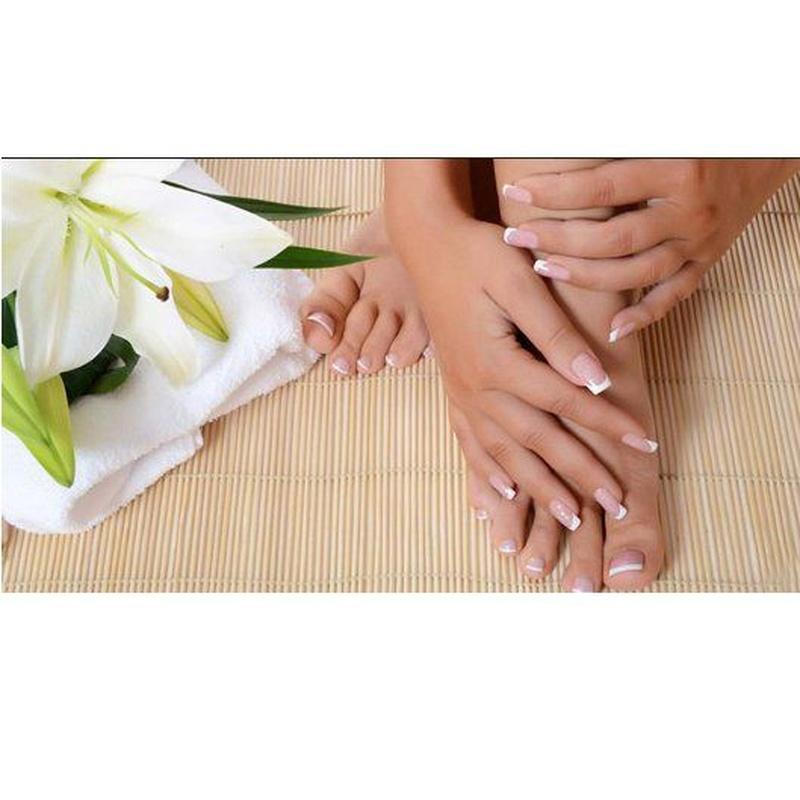 Manicure and pedicure: Services de 9S Massages