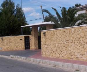 Fachadas,de piedra amarilla de la Nucia.