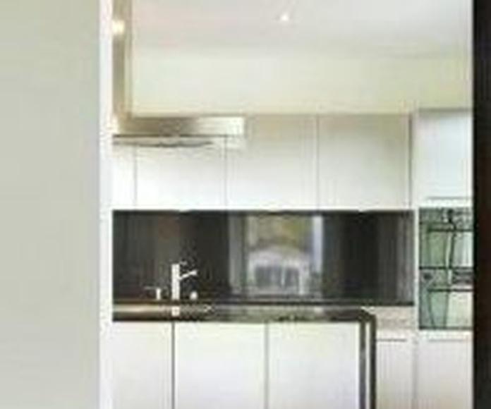 PUERTAS DE VIDRIO: Servicios de Exposición, Carpintería de aluminio- toldos-cerrajeria - reformas del hogar.