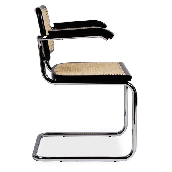vista lateral de silla cesca con brazos y marco negro