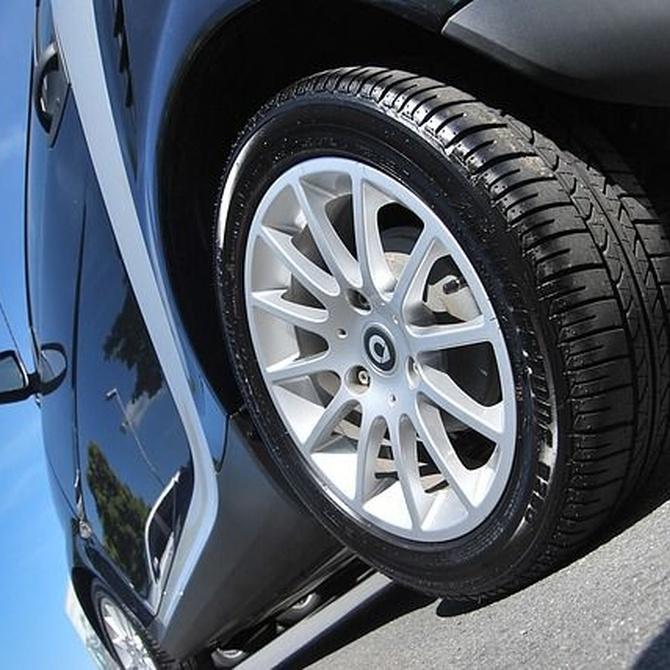 Limpieza de llantas y neumáticos