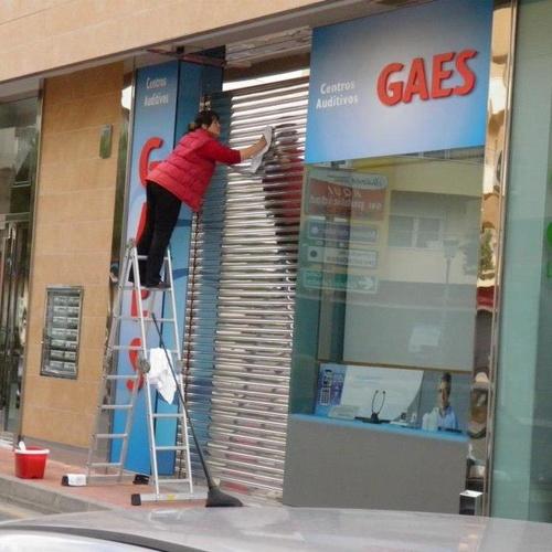 Limpiezas de fachadas en locales comerciales