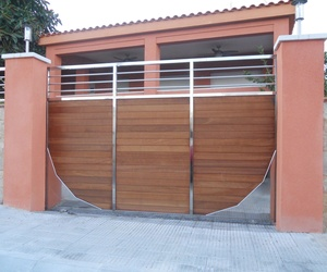 Puerta de parking INOX y Madera
