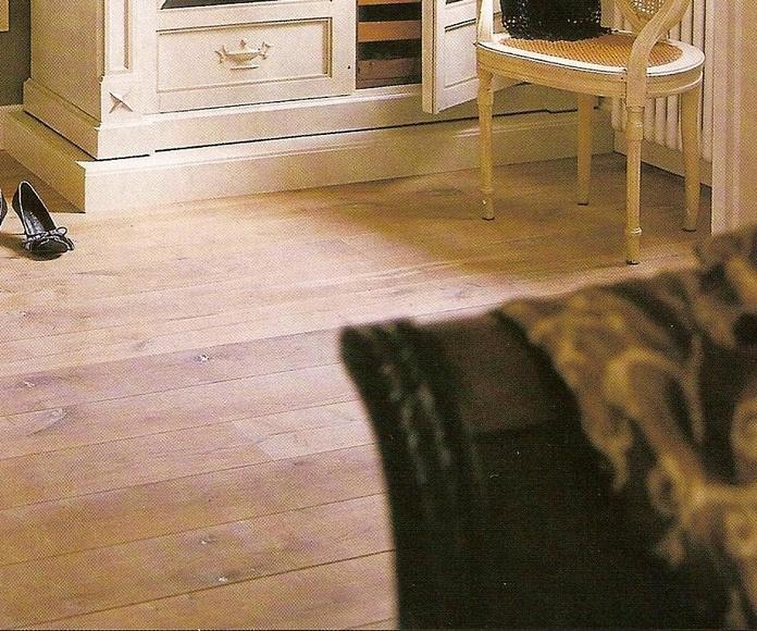 Nuestro Roble macizo decapado, rústico, biselado y aceitado, en la revista Habitania.