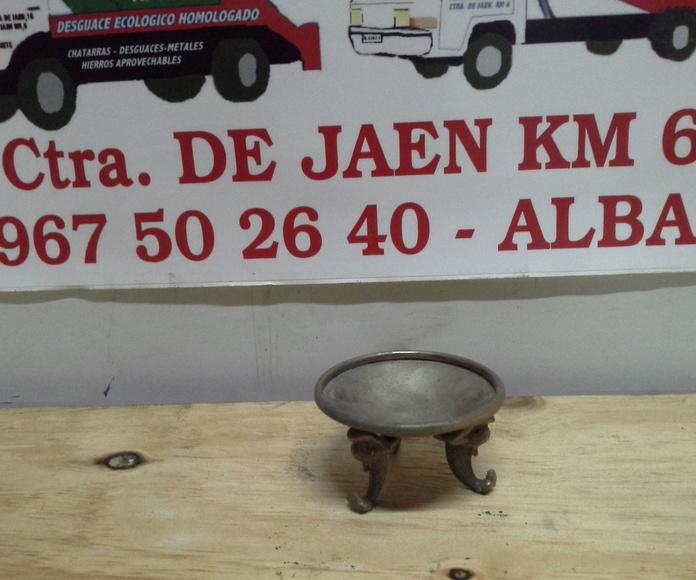 pieza de laton antiguo en desguaces clemente de Albacete