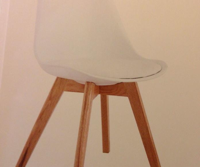 Silla polipropileno y patas de madera : Catálogo de Ste Odile Decoración