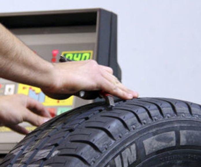 Neumáticos: Servicios de Automóviles Fuencarral