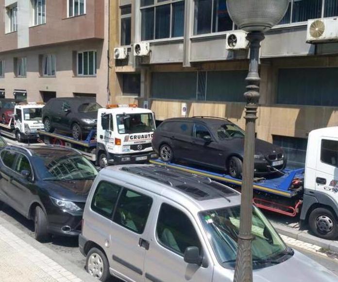 Gruas plataforma asistiendo a turismos en Bilbao