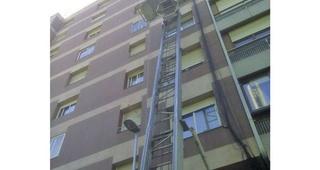 Grúa elevadoras de muebles por fachada Barcelona