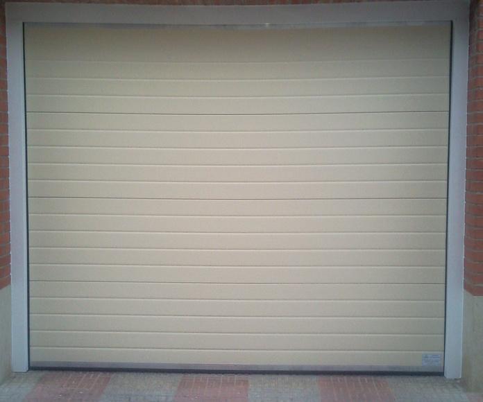 seccional crema forro aluminio blanco