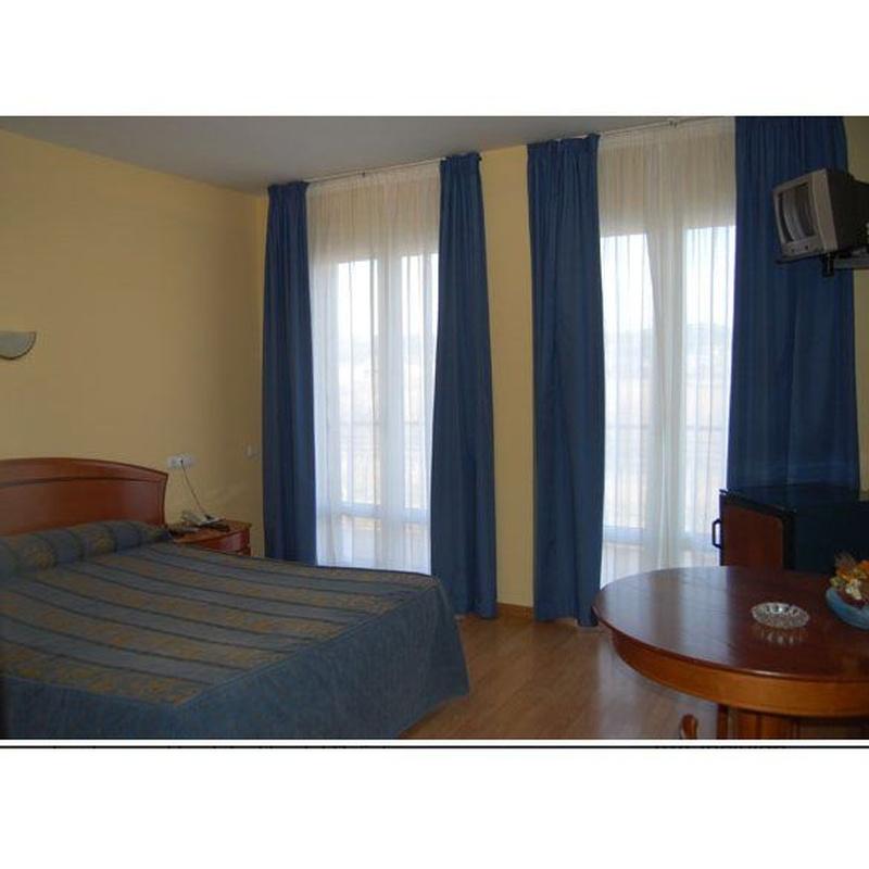 Habitaciones del hostal: Servicios y reservas de Peñalen