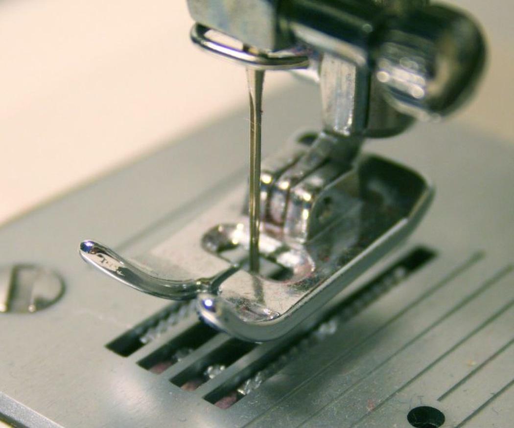 Las diferencias entre las máquinas de coser mecánicas y las electrónicas