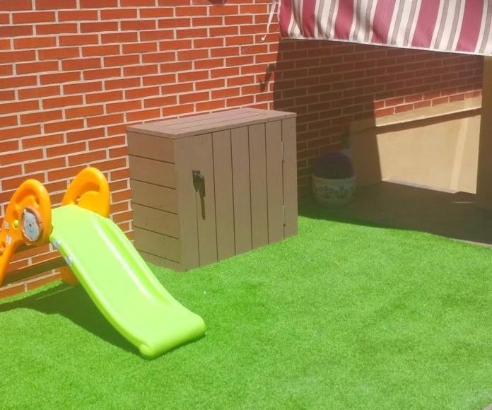 Armario a medida en terraza. Para ocultar manguera y riego automático.
