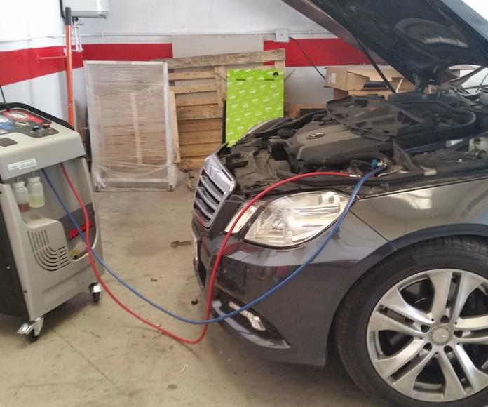 Cargas de A/AC con cambio de aceite al compresor y tinte detector de fugas de por vida