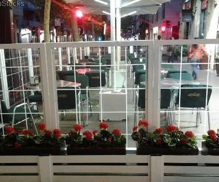 PARAVIENTOS: Servicios de Exposición, Carpintería de aluminio- toldos-cerrajeria - reformas del hogar.