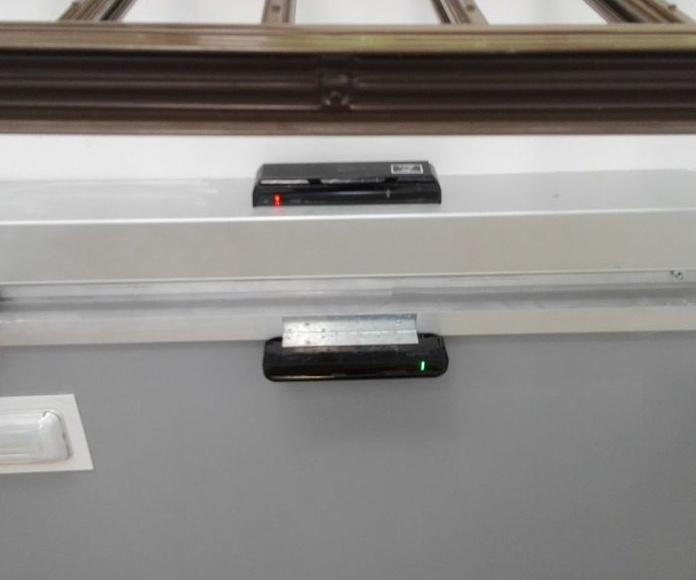 Puerta de cristal corredera 1 hoja automatismo oculto radares doble seguridad