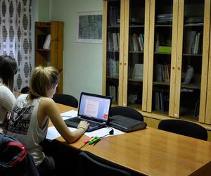 Sala de estudio y trabajo en grupo