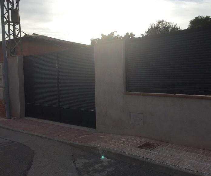 Puerta y reja de hierro en Toledo
