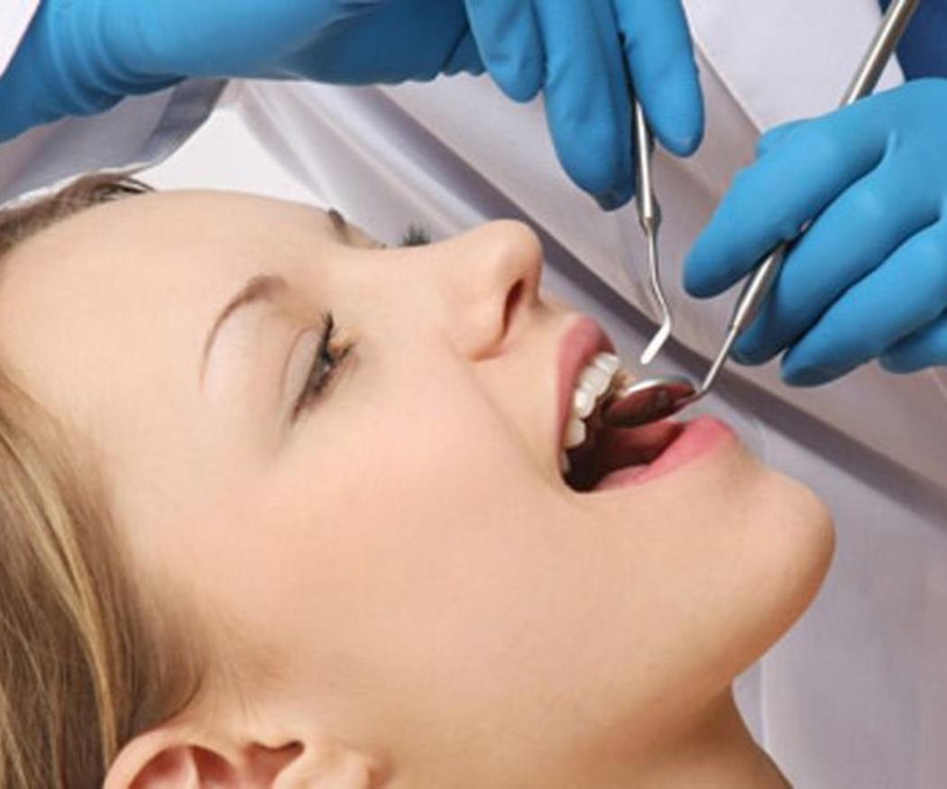 Visitar al dentista todos los años