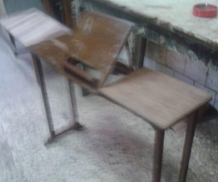 Mesa con atril para restaurar