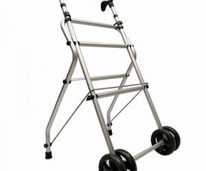 Andador básico de ruedas