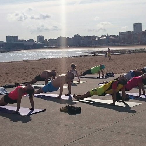 yoga en la playa Gijón02