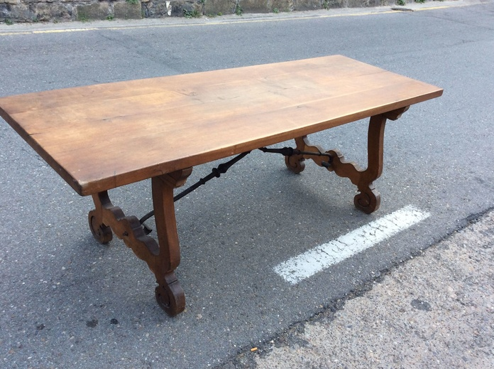 mesa de comedor española 700€€