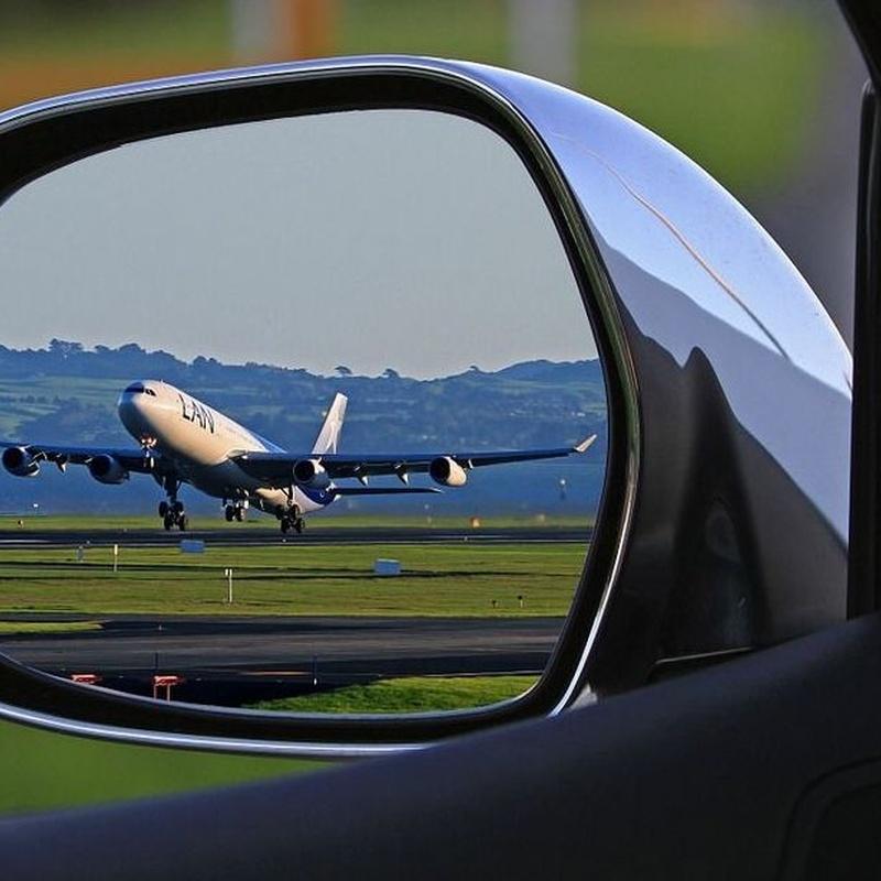 Servicio en aeropuerto : Servicios de Taxi Lucena // Tel. 617 55 07 13