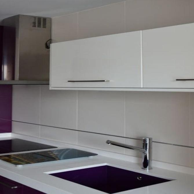 Deja entrar puertas laminadas, estratificadas o polilaminadas de muebles de cocina en tu casa