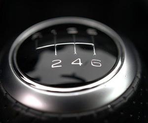 Hábitos que estropean el cambio de marcha de tu vehículo