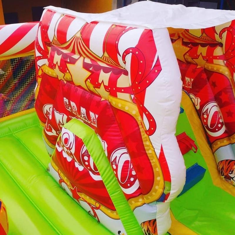 Castillo hinchable plataforma tobogan circo: Catálogo de Hinchables Happy Jump