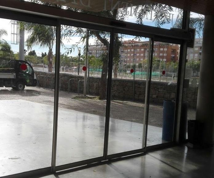 Puerta de cristal corredizas automáticas sistema FR evacuación normativas