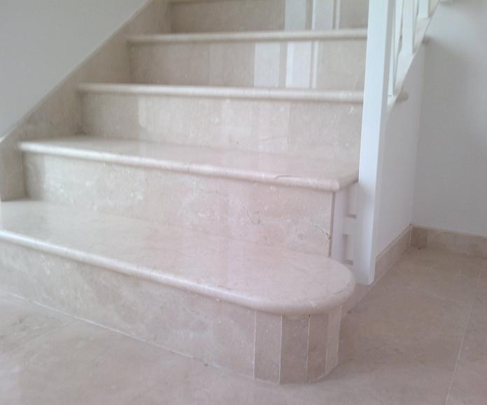 Escalera de 3cm con canto redondo de crema marfil